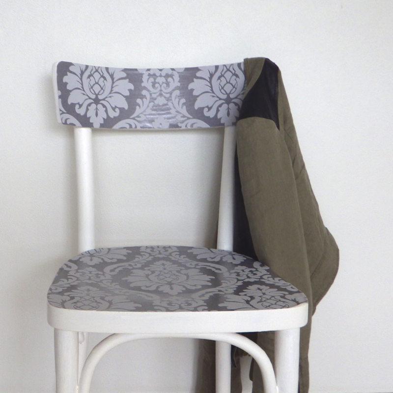 d corer une chaise avec du papier peint pour un effet. Black Bedroom Furniture Sets. Home Design Ideas